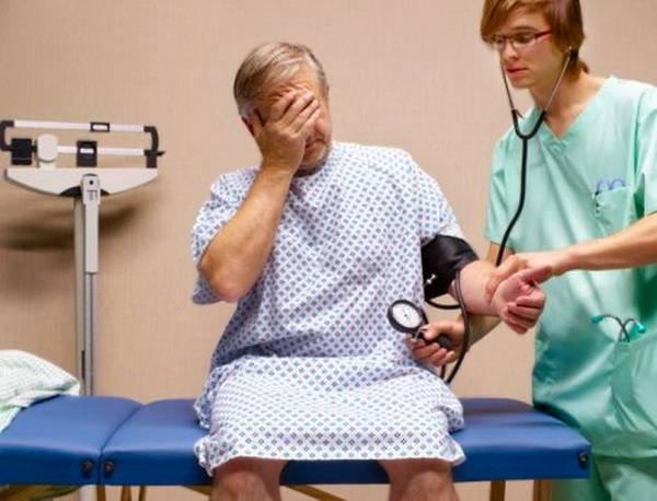 Пациент с микроинсультом на
