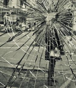 Разбитое зеркало - нервный срыв