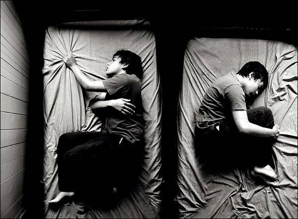 Больной на кровати - раздвоение личности