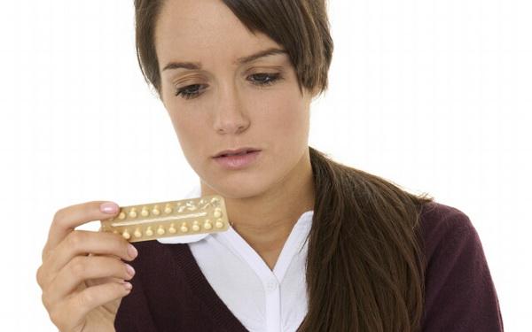 Девушка с таблетками Тетрабората натрия