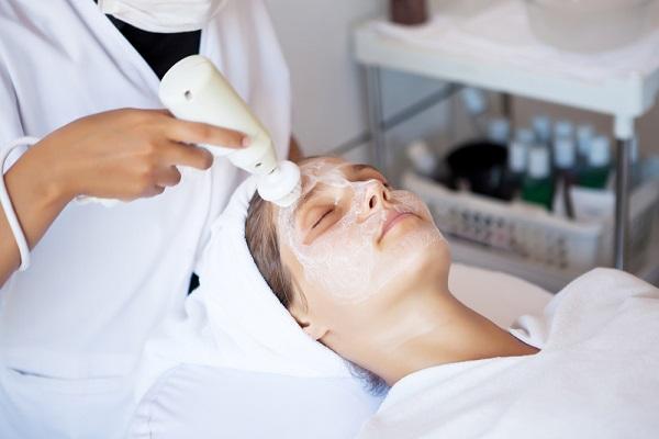 Фонофорез, ультрафонофорез в косметологии и медицине